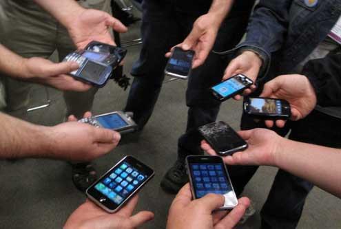 Jovenes Usando Smartphones