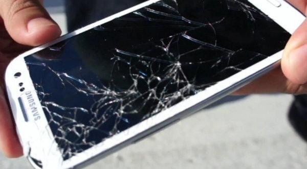 Telefono con patalla quebrada