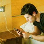 ¿Cargar y usar el celular es malo?